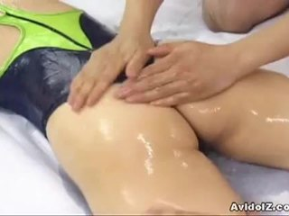 Ładniutka japońskie szmata hinano shirosaki massaged i fucks two cocks