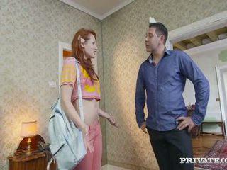 Študent emy gets lured v a hotel s the owner
