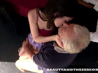 Teismeline cutie gets perses poolt senior bruce
