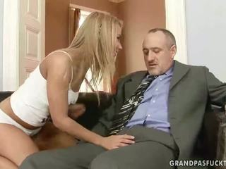 Senelis fucks jo jaunas mergina