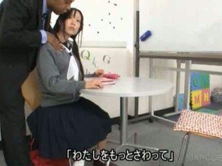 Japońskie uczennica gave na ręcznym