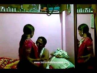 Індійська rajhastani pair в traditional індійська outfits having порно гігантський