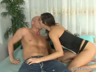 Annas чоловік licks її lovers сперма від її обличчя