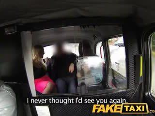 Faketaxi karštas seksualu taxi seksas keturiese grupinis išdulkinimas