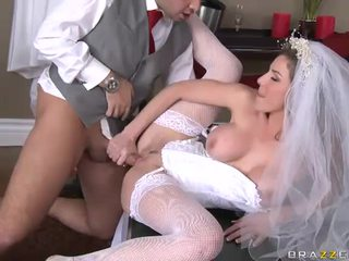 Kayla Paige Blowing And Swallow Some Cum