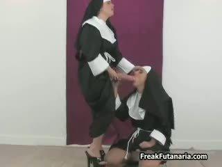 Sexy nonne loves abspritzen sie freundin part3