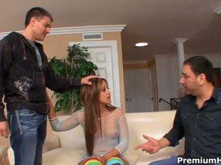 Lynn láska satie preč guy zatiaľ čo ju manžel je pozeranie