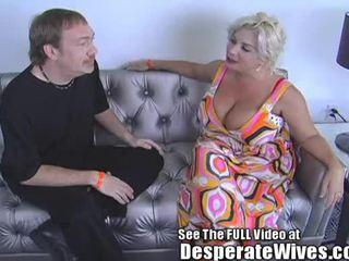 Desperate 妻子 claudia marie eats cum!min