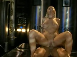 बड़ा titted ahryan astyn pumps उसकी soaked aperture कठिन पर एक विशाल schlong