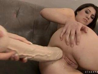 Tara 粉紅色 和 tiffany 娃娃 屁股 crack 拳交