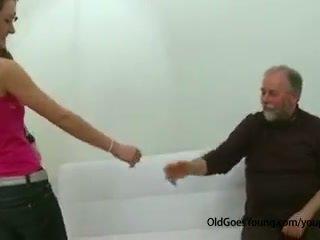 स्लिम टीन गर्ल गड़बड़ द्वारा पुराना आदमी जर्किंग बंद उसकी boyfriend और having कम ओवर उसकी टिट्स