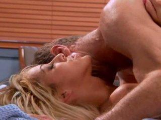 Seksuālā seductive blondīne mājsaimniece video