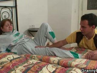 Mummi bet: nuori mulkku heals injured mummo!