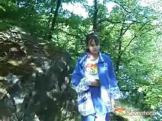 Gjigand boobed legal moshë teenagerager outdoors