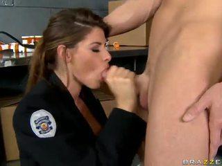 Shagging the nxehta polic ndonjëherë madelyn marie në polic stacion