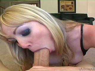 Adrianna nicole sucks two cocks egy jobb után a más