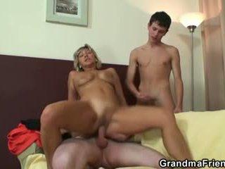 Najbolj vroča trojček s zreli ženska