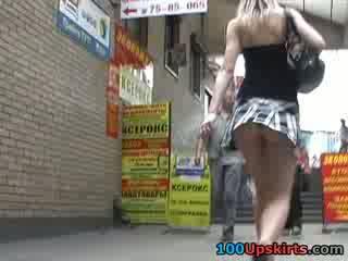 मॉडल शॉर्ट शॉर्ट स्कर्ट डॅन्सिंग इसलिए sexily