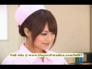 Akiho yoshizawa sexy asiatique infirmière enjoys teasing la docteur
