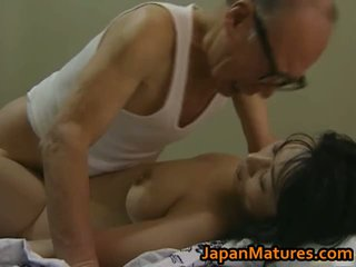 Karštas azijietiškas mažutė has suaugę seksas