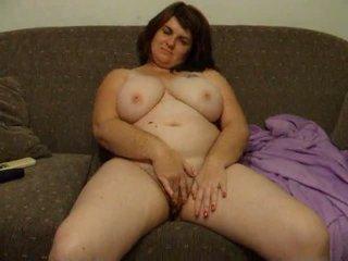 Plinuta nevasta joanne rubs pasarica pe canapea