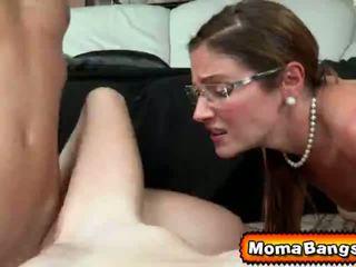 Ava hardy got pounded oleh beliau step-mom dengan strap pada