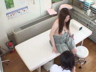 Spycam съпруга seduced от а masseur и gets тя путка served