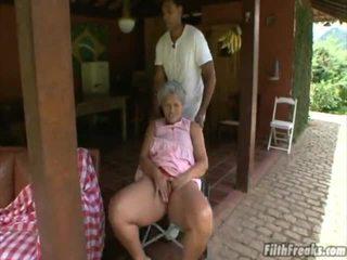 sexe en extérieur, masturber, vieux, grand-mère