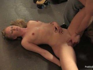 Ami facefucked حقيقي شاق بواسطة كامل strangers
