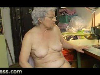 Domáce amatérske bucľaté starý babka masturbovanie tučné pička video