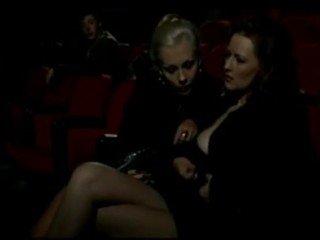 Alduterio italiano způsoben ragazze al kino