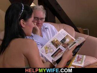 Viejo marido watches su esposa getting banged