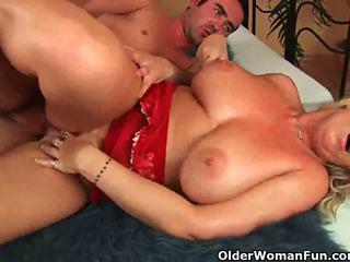 Older woman with natural big susu gets fucked