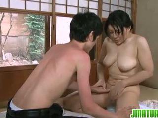 bruneta, japonec, velká prsa, cowgirl