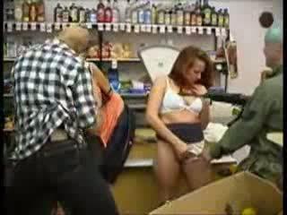 Tenåring misbrukt ved mini marked (fantasy) video