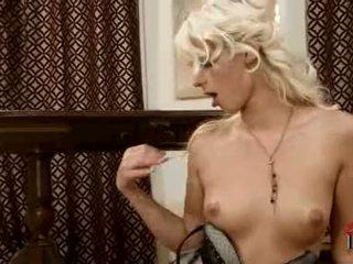 Mia hilton অনুভূতি sexually excited lets তার fingers প্রোবের পাছা