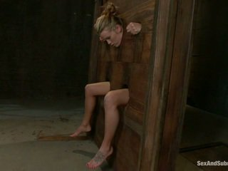 Joven aiden aspen going a través de la punishment