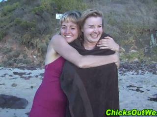 Aussie hora cummed på vid den beach
