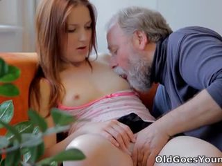 Old goes young: rumaja sveta fucked by old man