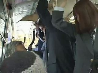 Uczennica wymuszony robienie loda w autobus