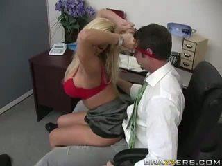 Shyla stylez gets anally fucked podľa ju co-worker video