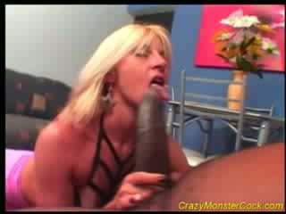 Racy loira receives enorme boner