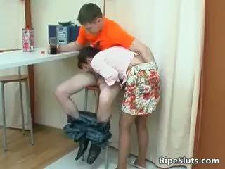 Mam is geil als ze gently touches jongen part4