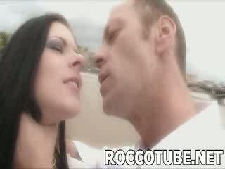 ロッコ slaps a 貧しい 売春婦 と spits で 彼女の 顔 前 彼 fucks 彼女の. しない のために ザ· faint hearted!
