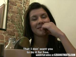 捷克語 streets - 年輕 青少年 女孩 gets 它 硬 在 旅館 室 視頻
