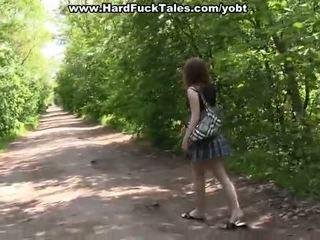 Banda invadere cazzo con un sexy scuola pollastrella