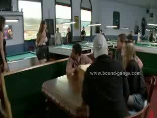 Леді візит transforms в a жорстокий sado maso банда bang коли вона є примусовий для ебать