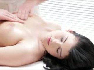 Fierbinte luci li gets o complet corp masaj