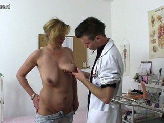 성욕을 자극하는 쿠거 shafting 과 chewing a 의사