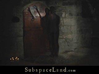Withheld slaves tortured di itu di luar dingin